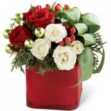 B14-4356 The FTD® Merry & Bright™ Bouquet